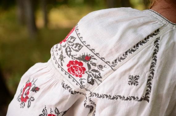 PURE LINEN antique blouse! Beautiful corner decora
