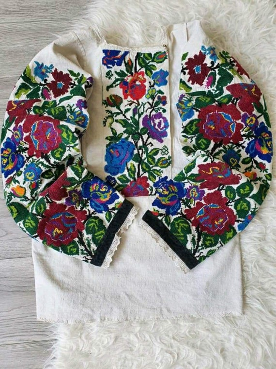 Amazing full arm embroidered blouse! Antique blous
