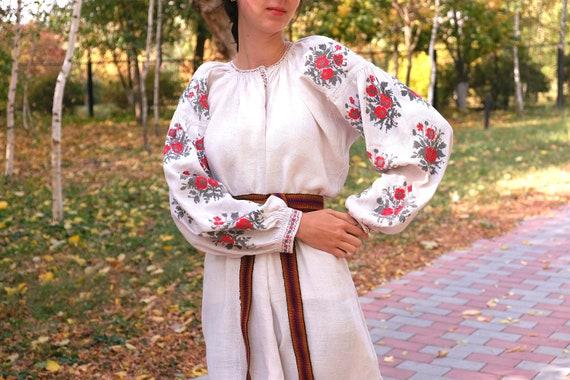 Ukrainian dress! Embroidered Ukrainian vintage dr… - image 2
