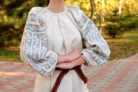 Amazing full arm embroidered dress! Antique dress