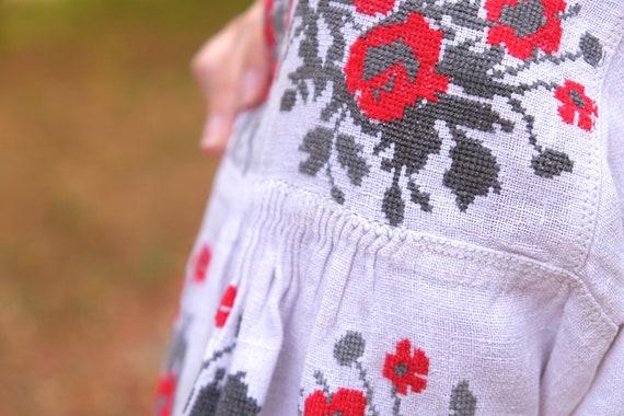 Ukrainian dress! Embroidered Ukrainian vintage dr… - image 6