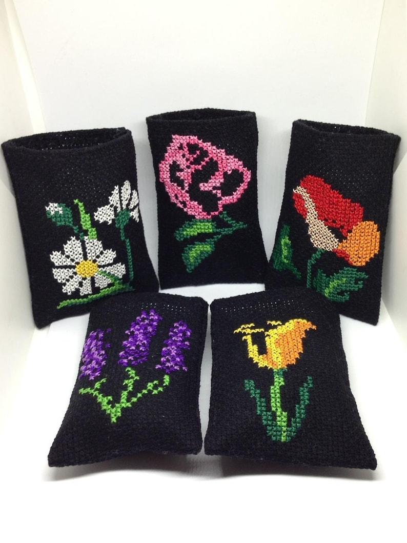 Lavender Sachet-Hanging Cross Stitch Sachet-Lavender Bag with Flowers-Hosewarming Gift Fresh Lavender Bud-Floral Gift-Daisy Lavender Sachet