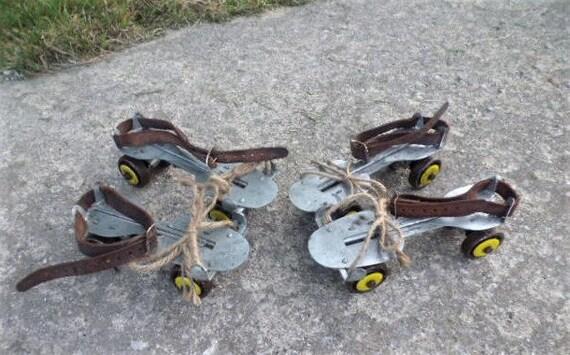 Porte-cl/és patin a roulette en acier chrom/é. bijou de sac roller skate