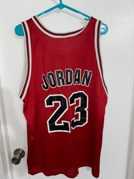 Vintage Chicago Bulls Michael Jordan #23 Jersey.