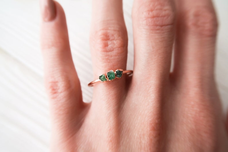 c56f57781340c Emerald Ring - Raw Emerald Triple Ring - Rose Gold Emerlad Ring - Green  Crystal Ring - Birthstone Ring - Dainty Crystal Ring