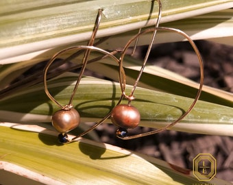 wire dangle earring, drop earrings, pearl and gold earrings, elegant pearl earrings, dangles, light weight, natural stone earrings