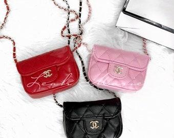 5bac4a0a1 Sac à main bébé, Fashionista, Coco Chanel, mini sac CC, CC sac à main, sac  à main petite fille, enfants bandoulière, Chanel, CC, mini sac à main