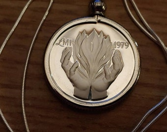 24mm Rising Sun /& Helping Hands Rare 1979 Maltese Sterling Silver Proof Lira Coin Pendant set on a 20 sterling silver Italian snake chain