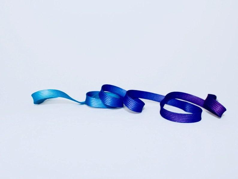 Vibrant Gradient Shoelaces Ultraviolet