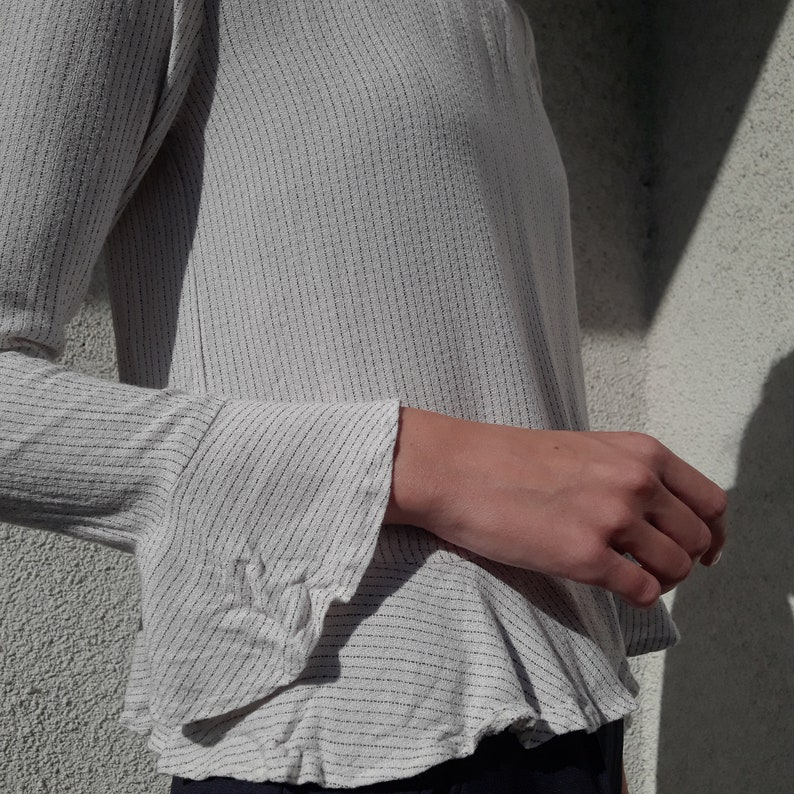 white with balck micro stripes Vintage 100/% viscose ruffled blouse