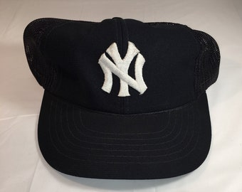 90s Vintage New York Yankees Mesh Back Snapback Hat   1990s NYC Yankees MLB  Baseball Team Hat - Retro Hip Hop Clothing - FREE Shipping 48d13c26965d