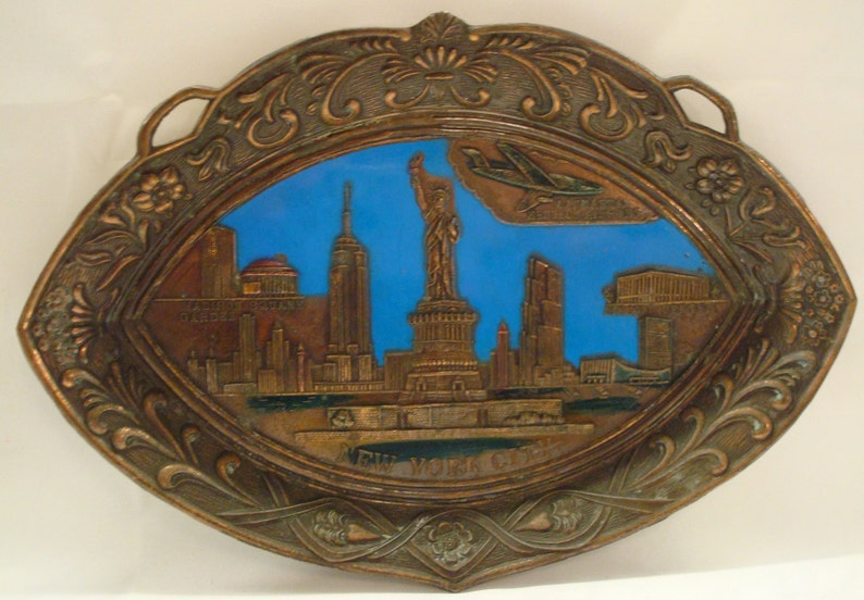 Vintage NYC SOUVENIR PLAQUE Blue /& Copper Colored Metal New York Landmarks Great Vintage Condition!!