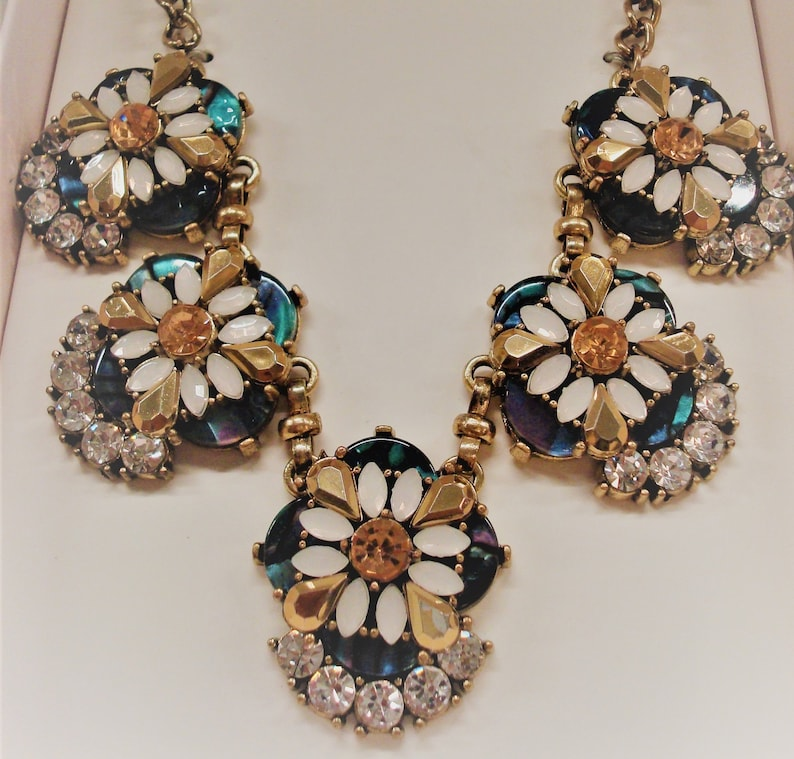 White Lovely Gold Excellent Condition!! Vintage FANCY RHINESTONE SET Green Rhinestone Necklace /& Pierced Post Earrings Gift Set
