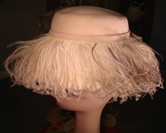 Vintage FRILLY FEATHER HAT - Sharp Frilly Feather