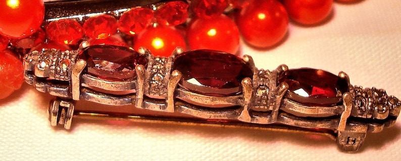 Beautiful Faux Garnet Red Glass /& Marcasite Bar Brooch Vintage FAUX GARNET BROOCH