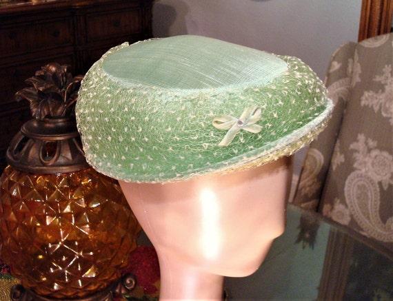 Vintage PASTEL GREEN HAT - Pristine Pastel Green S