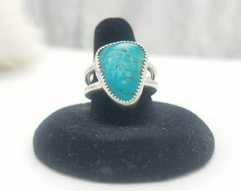 Turquoise Ring in Sterling Silver Size 8.5, Kingman Stone handcrafted and Native American designed Jewelry