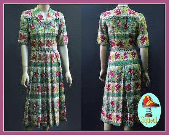 Vintage 1940s Pleated Floral Dress (Small)