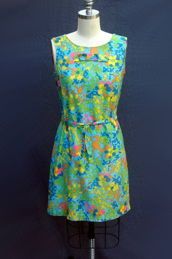 Vintage 1960s Psychadelic Cotton Shift Dress with… - image 2