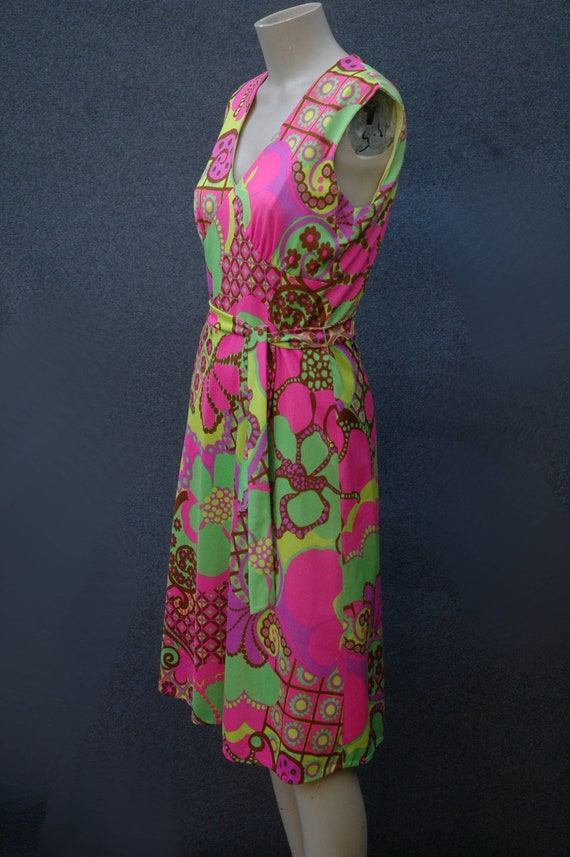 Vintage 1960s - 70s Psychadelic Dress with Tie Be… - image 2