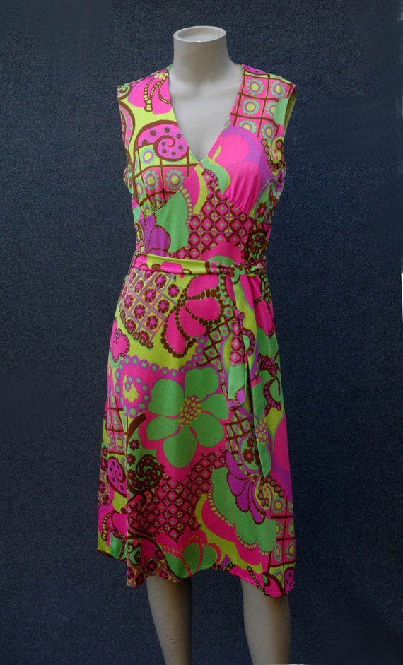 Vintage 1960s - 70s Psychadelic Dress with Tie Be… - image 3
