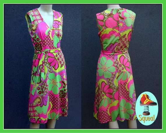 Vintage 1960s - 70s Psychadelic Dress with Tie Be… - image 1