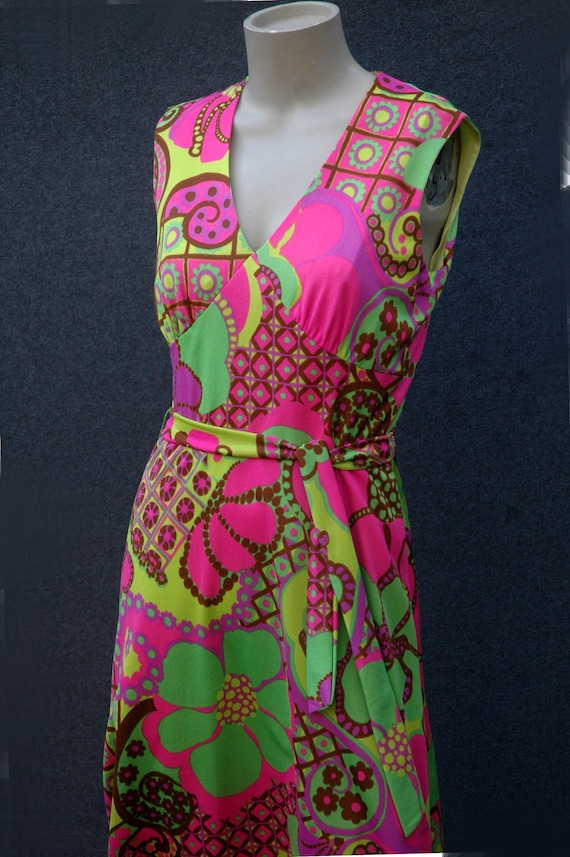 Vintage 1960s - 70s Psychadelic Dress with Tie Be… - image 6
