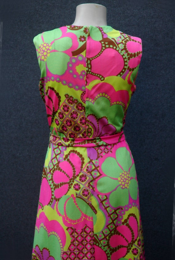 Vintage 1960s - 70s Psychadelic Dress with Tie Be… - image 7