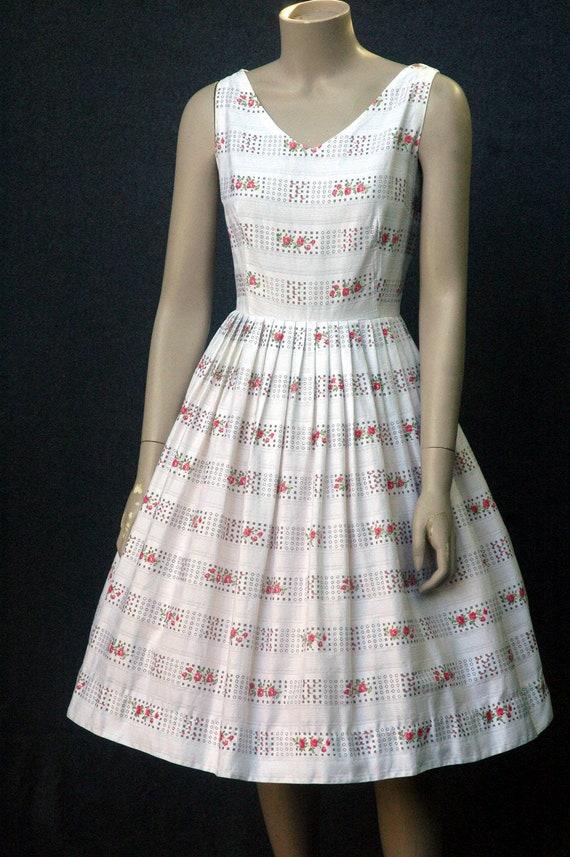 Vintage 1950s Cotton Rose Print Dress (small) - image 3