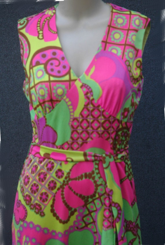 Vintage 1960s - 70s Psychadelic Dress with Tie Be… - image 8