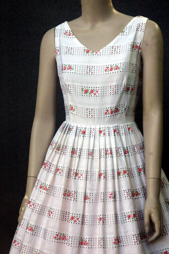 Vintage 1950s Cotton Rose Print Dress (small) - image 4