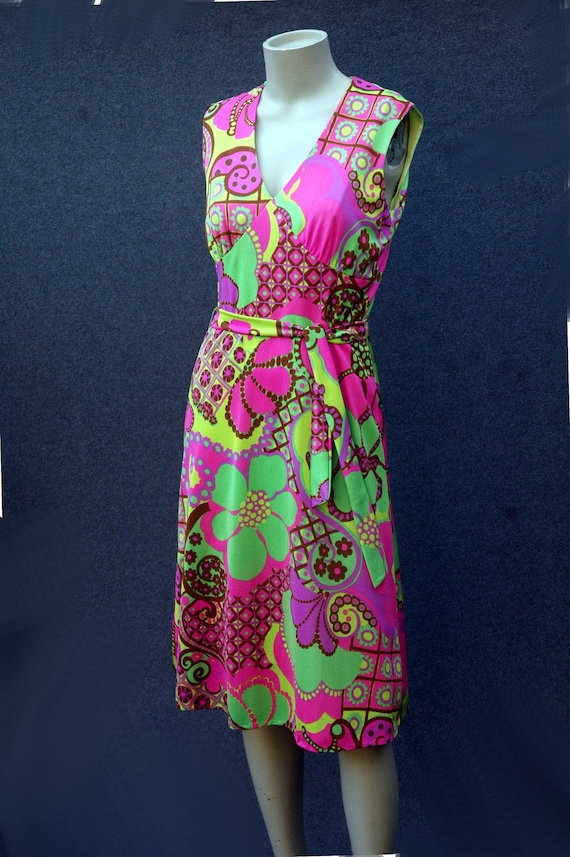 Vintage 1960s - 70s Psychadelic Dress with Tie Be… - image 4