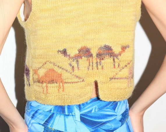 Unique mid-century handmade hand knit muted mustard yellow melange knit Egyptian pyramids camels desert button vest blouse sweater