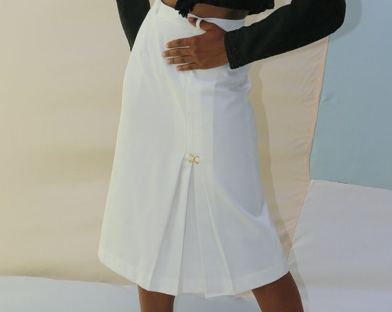 Angelic DIOR 70's - 80's designer white pleated monogram couture high end flattering fitted high waisted pencil straight knee-length skirt