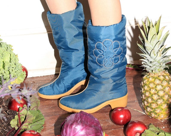 Sweet (7US) vintage 70's soft puffy blue puffer quilted floral rubber platform heeled sole round toe fall winter warm cozy quilt boots shoes