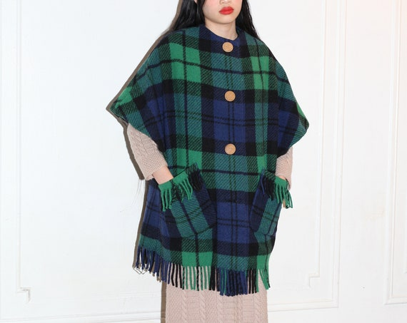 Adorable vintage 1960's blue green woven wool thick lined fringe pocket sleeveless cap winter sleeve boxy shapely jacket coat sweater