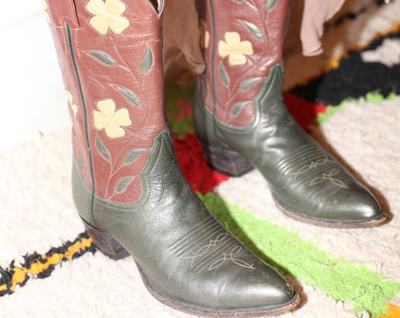 Flower power (7-7.5 US) 60's reddish brown dark olive green flower daisy inlay embroidered pointy toe cowboy cowgirl western boots shoes