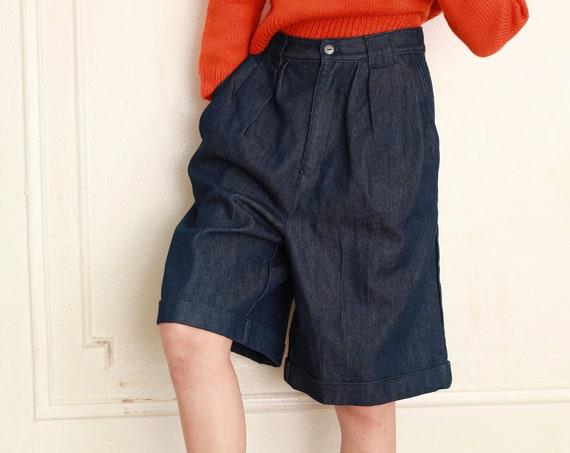 Darling pristine 80's dark wash cotton denim flattering wide leg pleat front high waisted zip staple long shorts trouser pants slacks