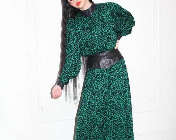 Luxurious 80s designer boutique green black silk and leather waist cuffs button up blouse skirt high waisted two piece co ord suit set dress