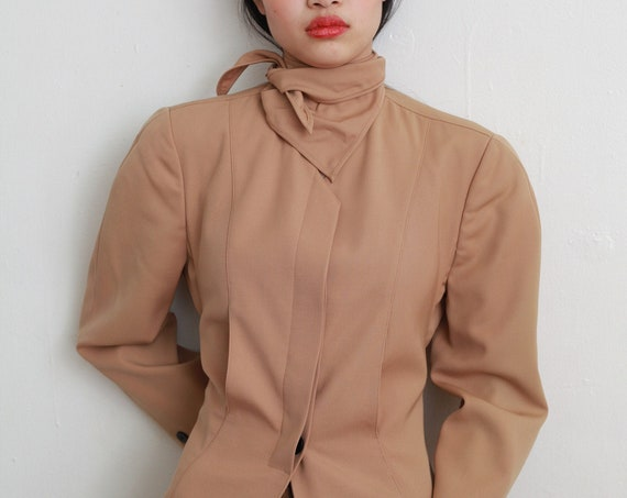 Luxury KRIZIA 80's designer soft tan attached scarf ascot collar lightweight avant garde button back boxy jacket blazer blouse