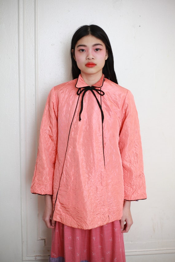 Sweet late 40's coral pink silky quilted black piping detail collar bow tie ribbon boxy tent shape wide sleeve comfy jacket sweater blouse