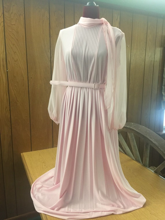 Perfectly Pink!  Beautiful vintage maxi dress M/L.