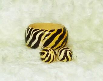 "3c2e0eea03f6d Set bracelet and earrings ""Zebra"" Wood bracelet and earrings trendy print  for all times Hand Painted Bangles wooden."