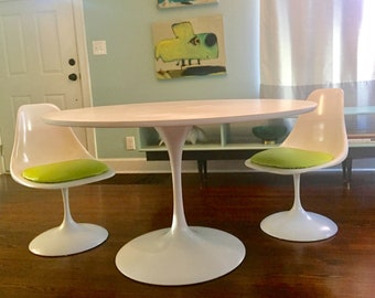 Mid Century Modern Burke Saarinen Style Tulip Table And Chairs