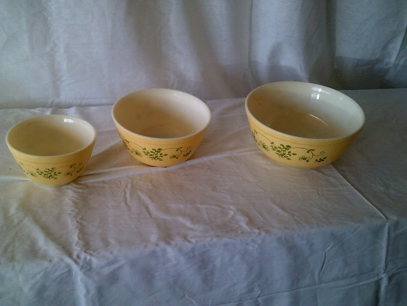 Pyrex Shenandoah Mixing Bowl Set