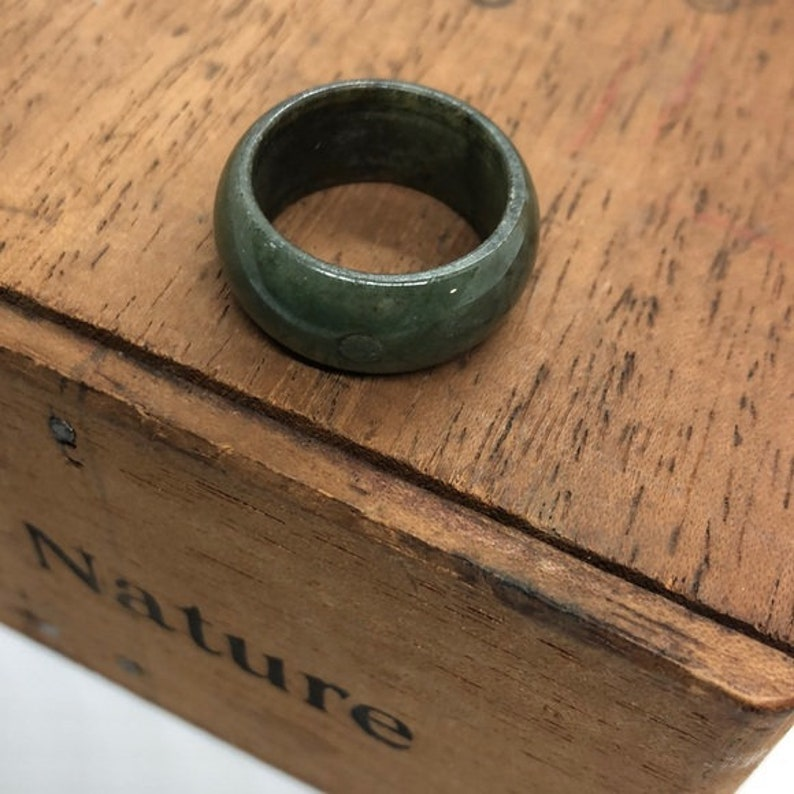 Green ring Vintage Jade Band Ring Gemstone ring Green Stone ring Jadeite ring Gemstone Jewelry Jade Jewelry Chinese Jewelry Size 8