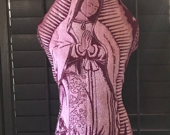 ed3919a6d7b Shawl   Scarf   Reboso. Blessed Virgin Mary - Our Lady of Guadalupe. Dual  Image. 5 Thread with gold stitching. Intricate Detailed Patterns.