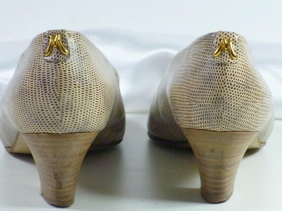 Pumps Gr. 40 beige braun im Echsenlook mit Holzabsatz an der Ferse goldenes Emblem, Vintage