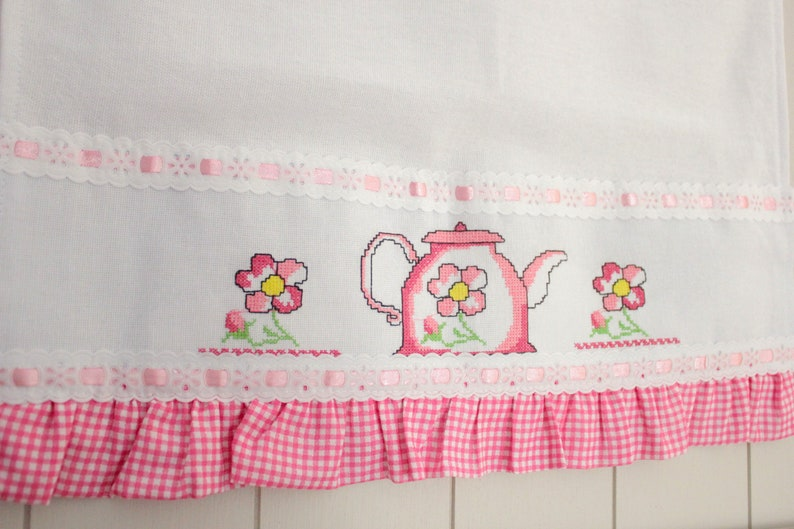 Embroidered Tea Towel, Kitchen Towels, Pink Kitchen Towel, Needlepoint  Towel, Gift for Her, Gift for Mom, Cross Stitch Towel, Kitchen Decor