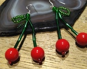 Earrings in glass beads cherry silver-plated pendant